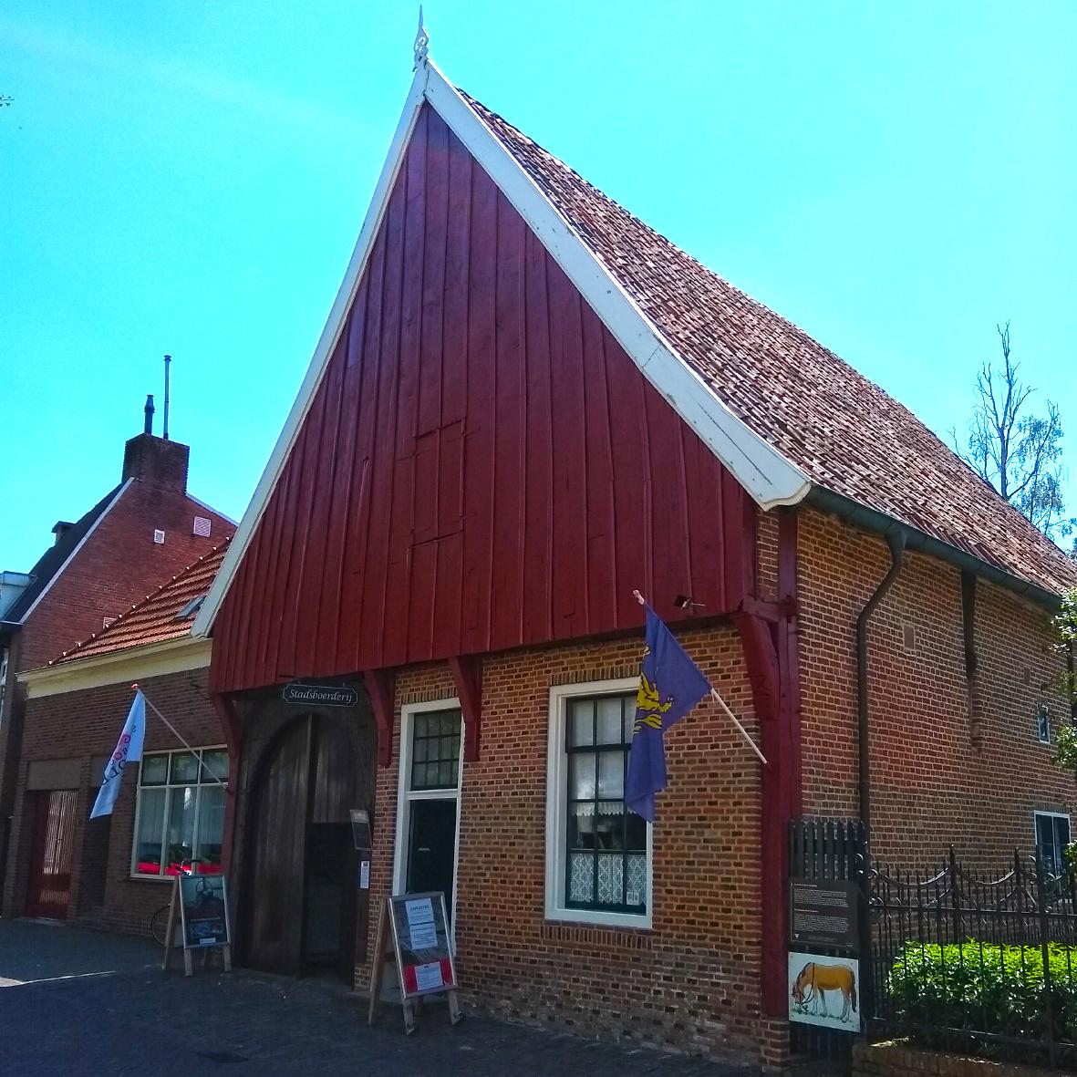 Kleurrijke expositie Stadsboerderij Grolle